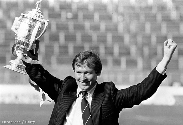 Már az Aberdeen edzőjeként az 1982-es Skót  Kupával. Nem ez volt első sikere trénerként, előtte már megnyerte a St. Mirrennel a másodosztályt 77-ben, az Aberdeennel 1980-ban pedig a skót első osztályú bajnokságot