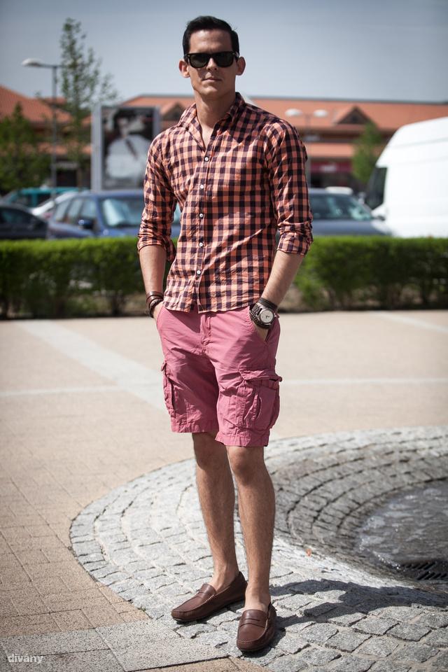 Krisztián nadrágja és inge a Scotch & Sodából van