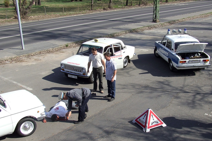 All you need is an old Saporoshez, a taxi and a police Lada, and some ketchup to recreate a traffic accident from 1982