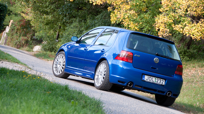 Okay, the sill spoilers are probably a bit too much, but otherwise the R32 is a good example for understatement