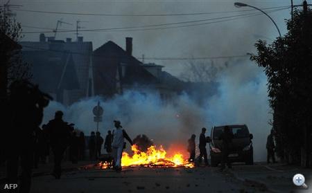 A rendőrök szerint legfeljebb hatszázan voltak, a tüntetők azonban kétezres tömegről beszéltek.