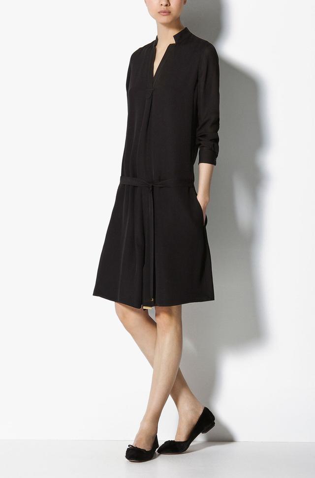 Ezt a kis fekete ruhát már szívesen látnánk a ruhatárunkban. (Massimo Dutti - 29995 Ft)