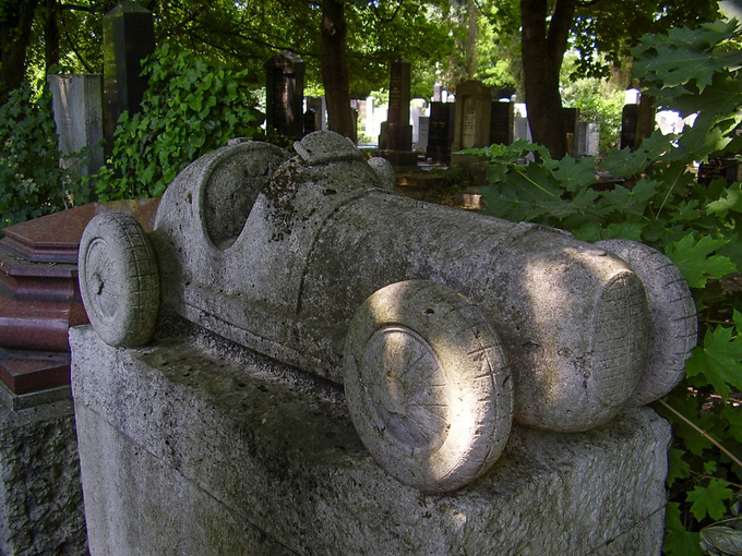 The grave of László Hartmann in the Jewish cemetery of Budapest