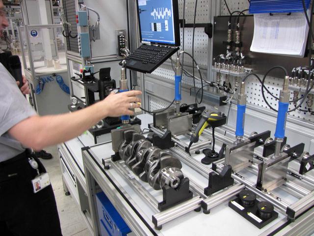 A számítógép monitorján látható utasítások szerint kell elvégezni a méréseket