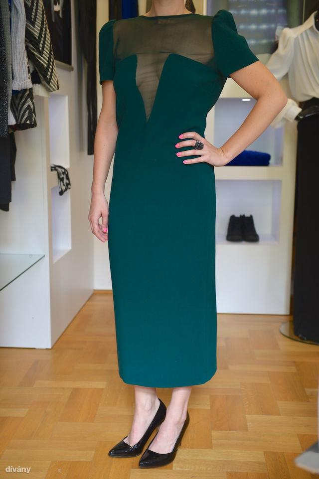 Ez a ruha nem éppen villantásbiztos, vajon ki lesz olyan merész, hogy fel is veszi? Az ár: 8900 Ft