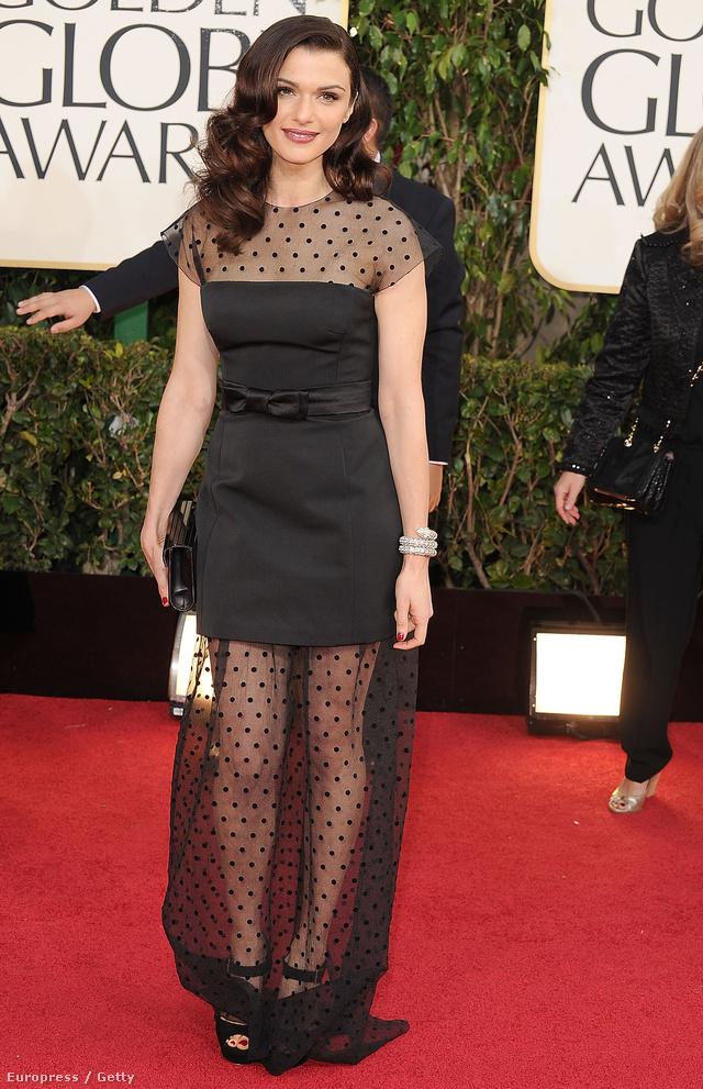 Rachel Weisz Louis Vuitton fekete -pöttyös fátyol ruhában érkezett a Golden Globe-díjátadóra.