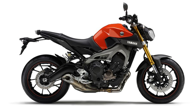 2014-Yamaha-MT-09-EU-Blazing-Orange-Studio-002