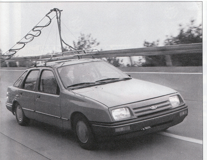 Data transferring during testing was only possible with electroonic wires. But that is not the rals sensation here. Spot the car with the XR4i body, standard mask and bumper, 13 inch wheels and FOUR WHEEL DRIVE! This picture published in a 1982 Ford Magazine is really special, as the first four wheel drive cars were only released in 1985
