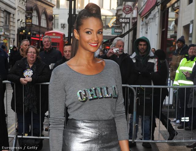Alesha Dixon a Britain's Got Talent forgatására érkezik Markus Lupfer pulóverében.