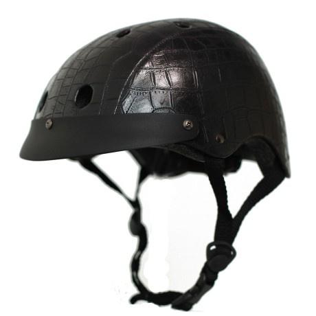 Dívány kedvenc ez a fekete bőrhatású darab, mondjuk az ára is mutatós, 30 ezer forint a VeloVixen oldalán.