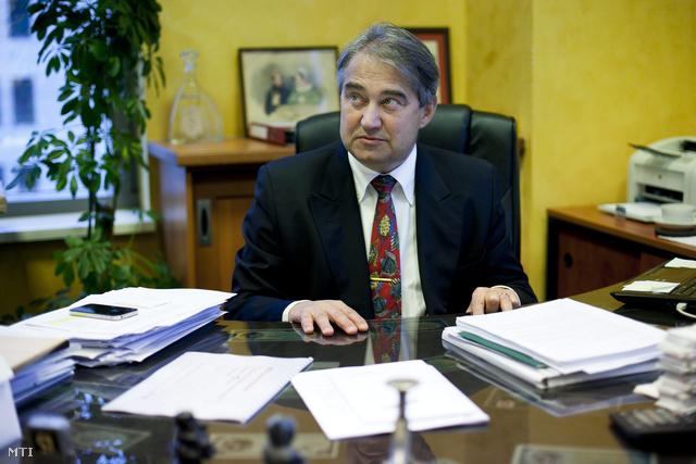 Töröcskei István  2011-ben a Széchenyi Kereskedelmi Bank elnökeként a pénzintézet Fotex Plázában található központjában.