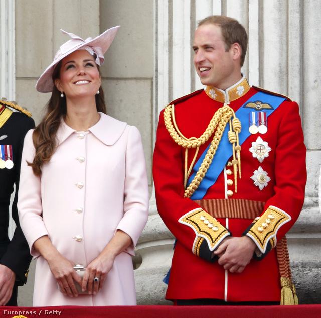 Katalin és Vilmos a királynő születésnapi ünnepségén június 15-én, ez volt a hercegné utolsó hivatalos megjelenése a szülés előtt