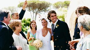 8 illemszabály, amit esküvői meghívottként tudnia kell