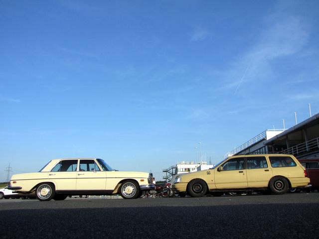 Nagyon más világ a két kocsi. Ez bennük a jó