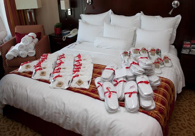Réteges ágyazás szállodai ajándékokkal