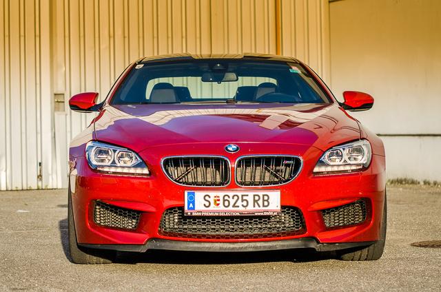 Bátor húzás nem sötétkékre festeni egy BMW-t, de nagyon bejött