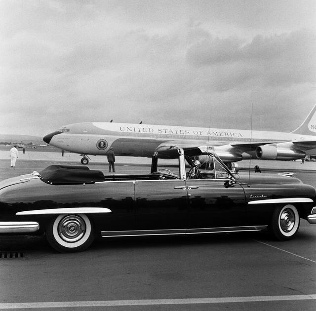 Kennedy Berlinben használt autója és az akkori Air Force One