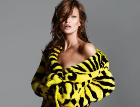 """Donatella Versace szerint a kampány """"lecsupaszított"""" lett."""