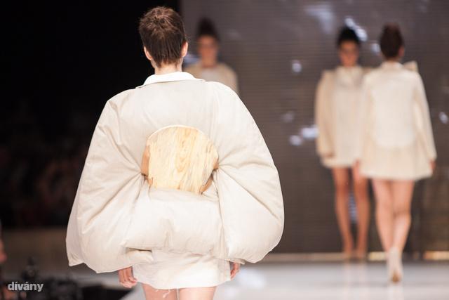 Variációk ágynemű kabátra Csík Orsolyától.