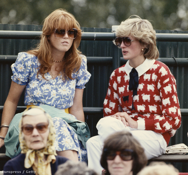 1983: igazi hipszterek. Diana kötött pulcsiban, Sarah Fergusonnal a Windsori- pólóklubban.