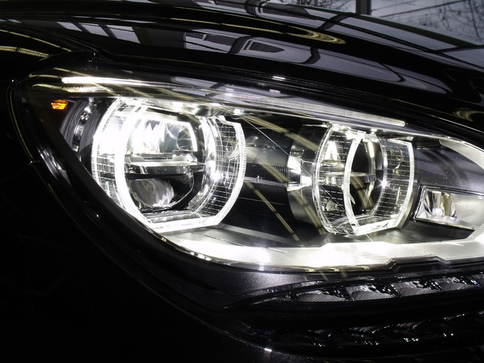 The adaptive LED-headlight of the BMW 6-Series