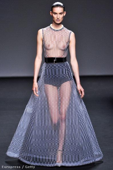 """Dior: Raf Simons estélyije a """"császár új ruhája"""" nevet is kaphatta volna."""