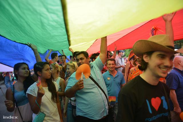 Felvonulók a szombati Budapest Pride-on