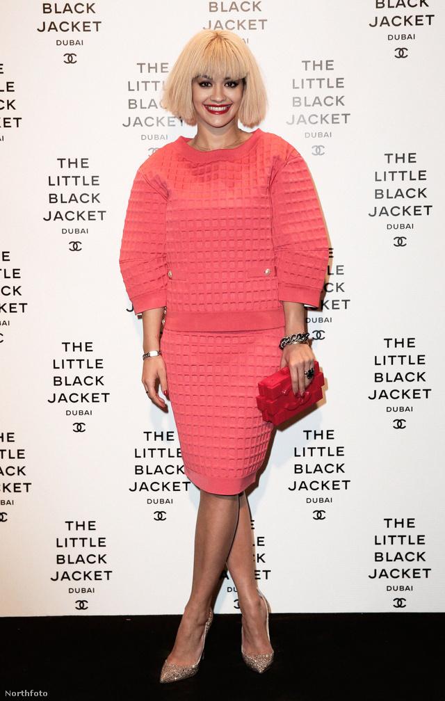Rita Ora a Little black jacket dubai bemutatóján - mi mással, ha nem Chanellel.