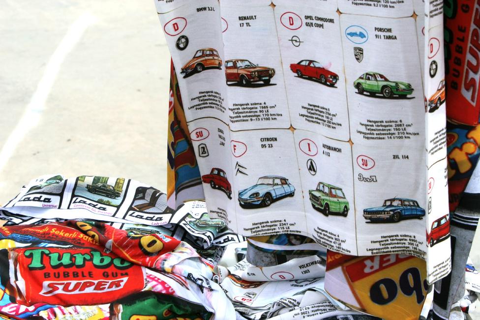 Autóskártyás pólókat is lehetett kapni