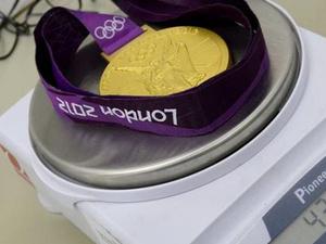 Mennyit nyom egy olimpiai arany?