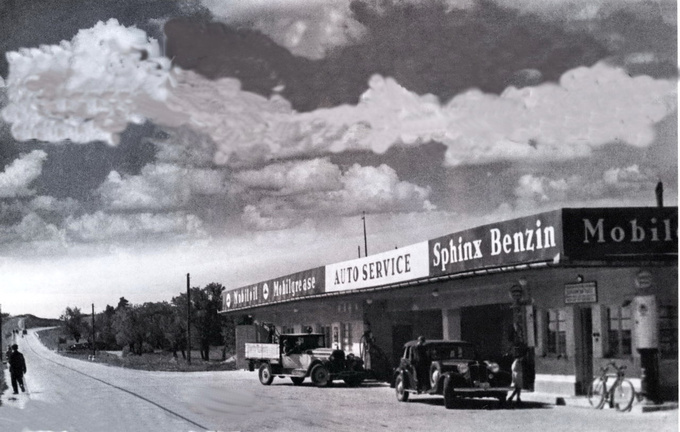 The road to Lake Balaton, we are in the early 40's. There is the Studebaker pickup, all the buildings are on site