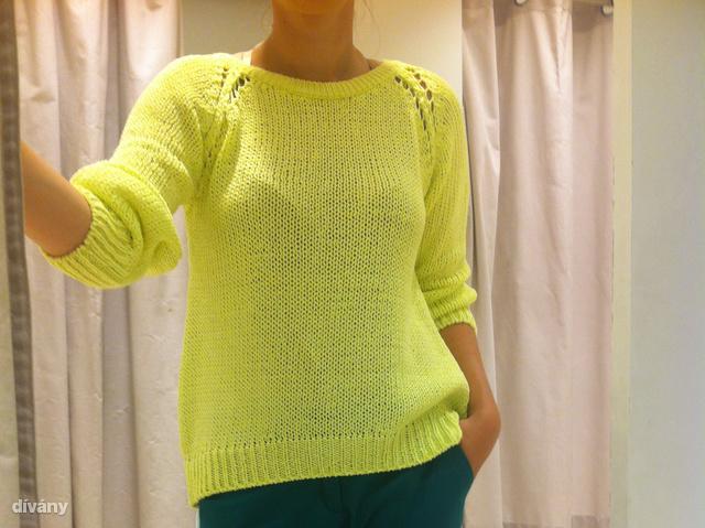 Zara: Kötött árukkal szinte mindenhol találkoztunk, vagyis már őszre is be lehet vásárolni. Ez a pulóver most 9595 forint helyett csak 2995 forint. Szerintünk nem rossz vásár.