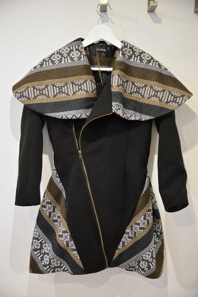 Ezért a Zoe Phobic kabátért még nem is irreális a 32 ezres ár, ráadásul egyedi a szabása és a minősége is jó.