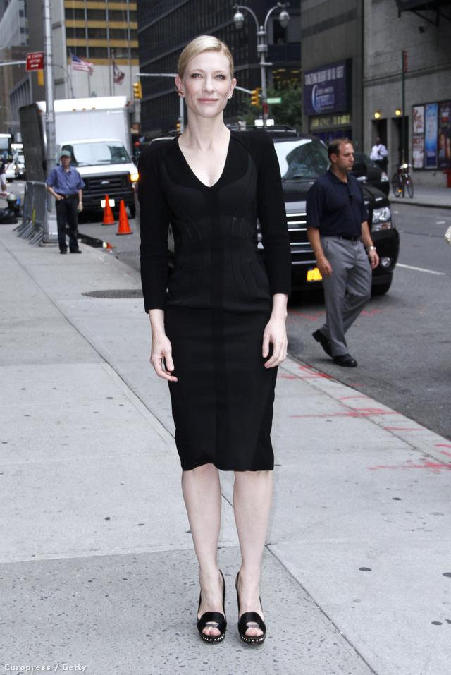 Hétfő délelőtt a a Late Show with David Letterman felvételén egy kis feketében jelent meg a 44 éves színésznő