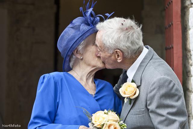 Bob Humphries és Bernie Bluett esküvője