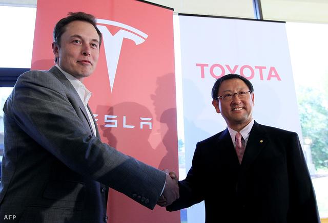 Elon Musk (Tesla) és Akio Toyoda (Toyota) 2010. május 20-án Palo Altóban