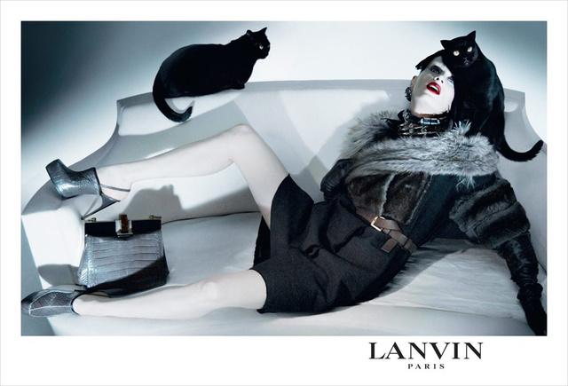 A Lanvin fekete macskákkal kampányolt 2009-ben.