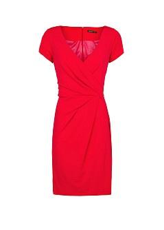 Mélyen dekoltált piros ruha a Mangóban 5995 forint.