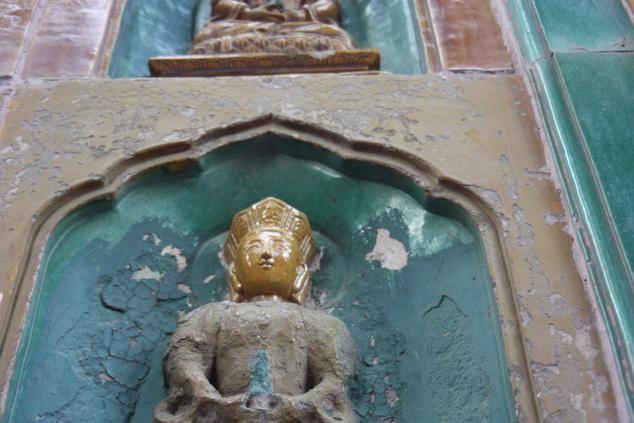Ez a kép három éve készült, de már ez is egy új fej az egyik Buddha-szobron                         Fotó: fung.leo / FlickrCC