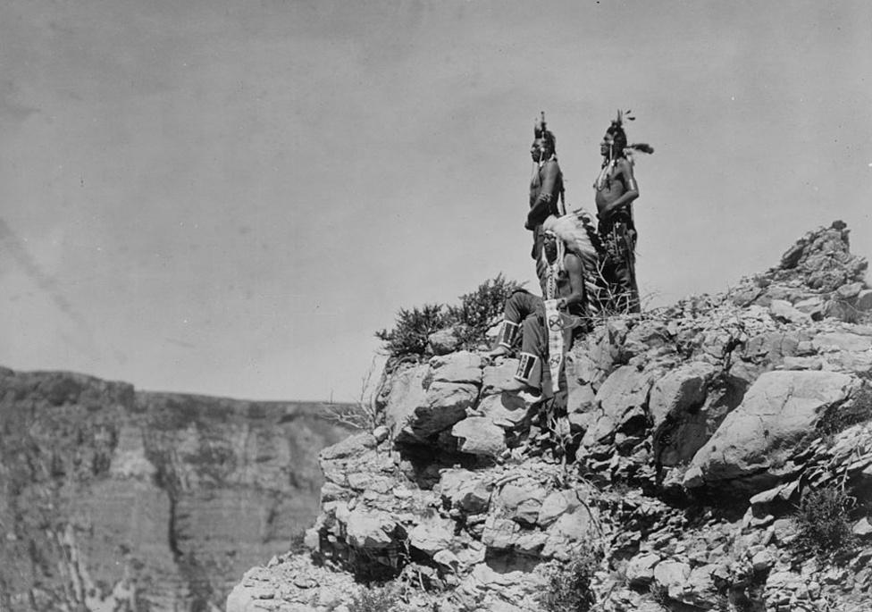 A jelre várva – crow (varjú) indiánok (1905 körül)