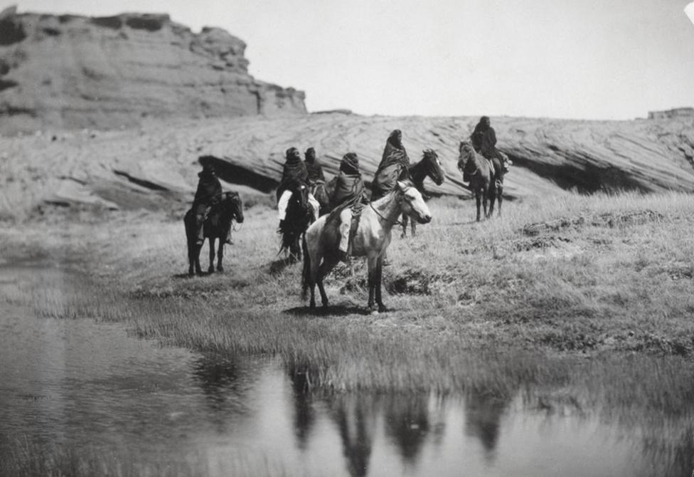 Oázis – navahók lóháton (1904 körül)