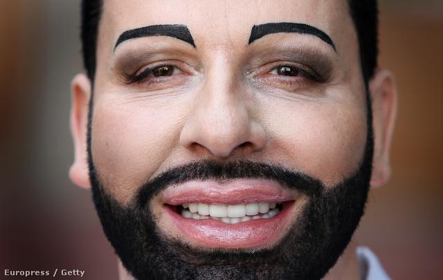 Hát a szemöldök meg a szakáll biztosan nem