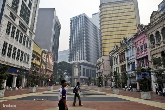 A múlt nyomában Kuala Lumpurban: tarka kereskedőházak