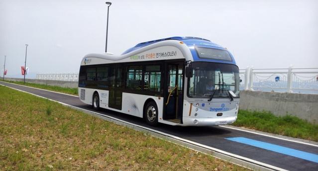 Vezeték nélküli töltővel megy az e-busz