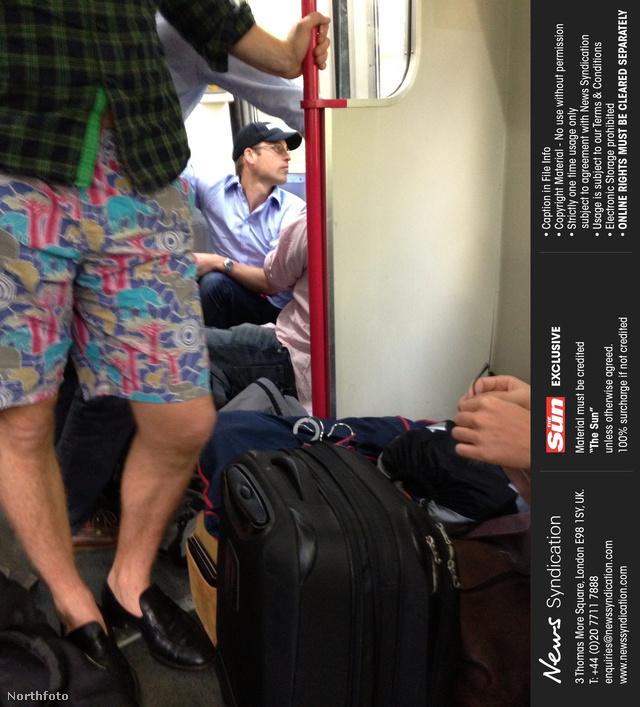 Vilmos herceg vonaton utazik