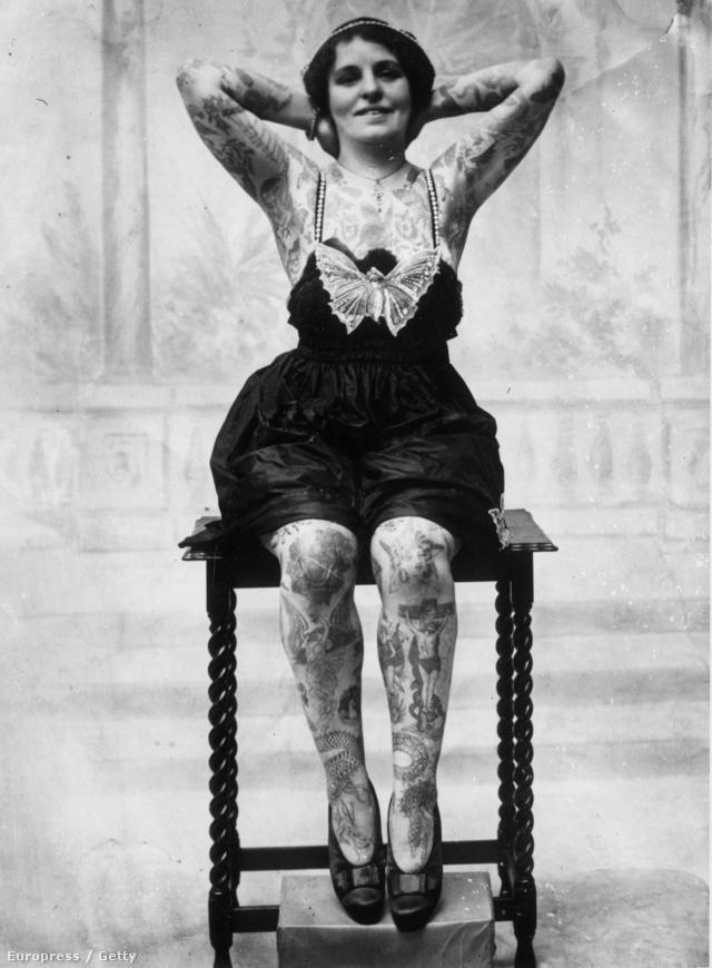 Gyakran kértek vallási témájú rajzokat is testük bármelyik pontjára a tetoválás mániássá vált nők.