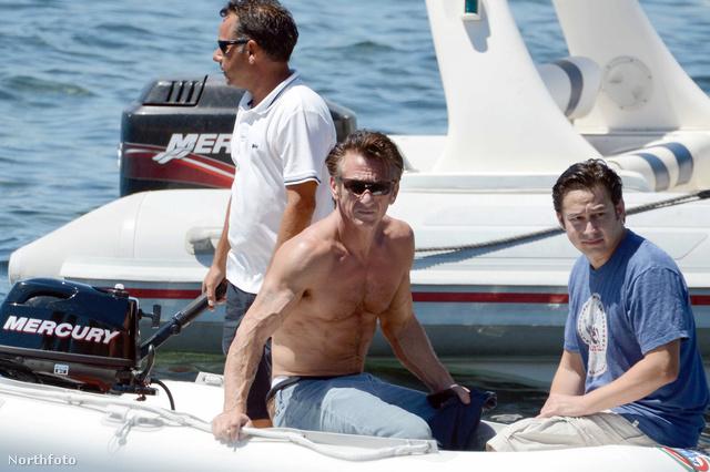 Sean Penn a gumicsónakban