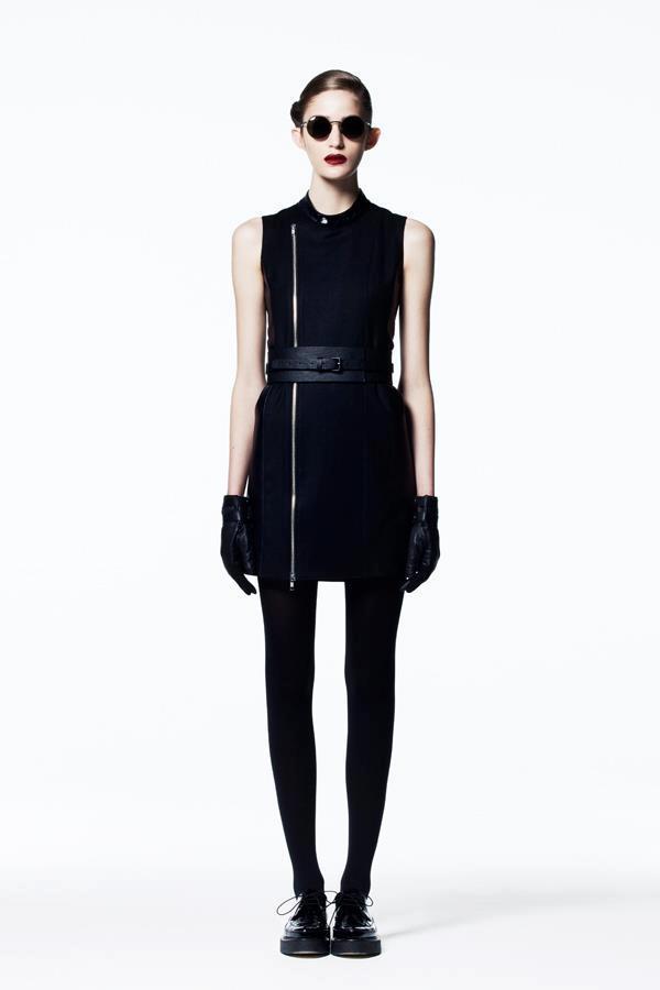 Mónika Jablonczky egy japán márkát promotál Tokióban.