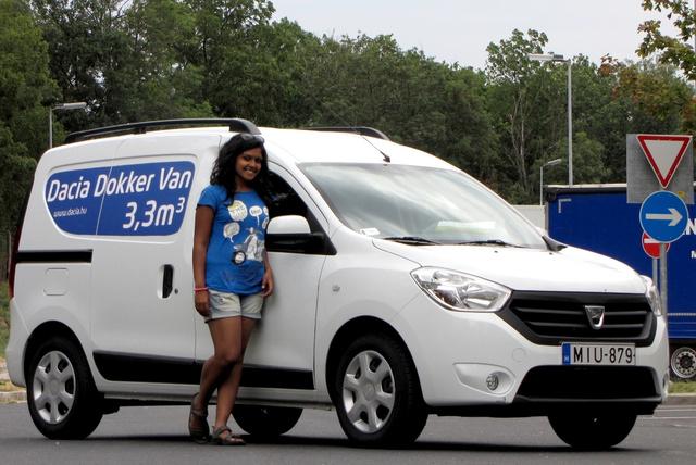 Surya Bhattacharya, alkalmi modellünk mellett kimondottan nagy autónak tűnik a Dokker