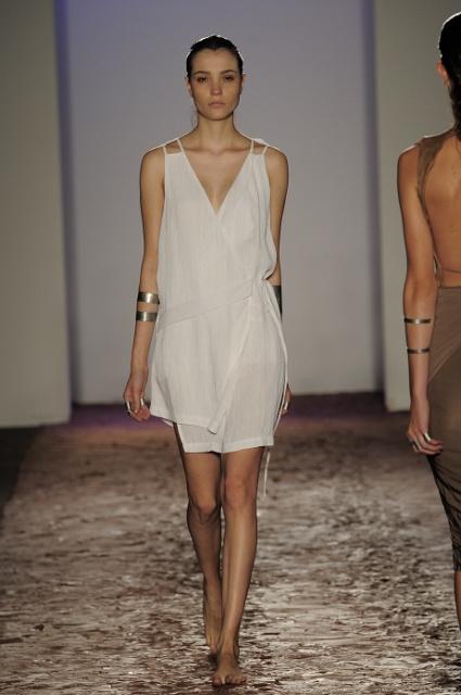 Kimberly Ovitz féle V-nyakkivágású ruha